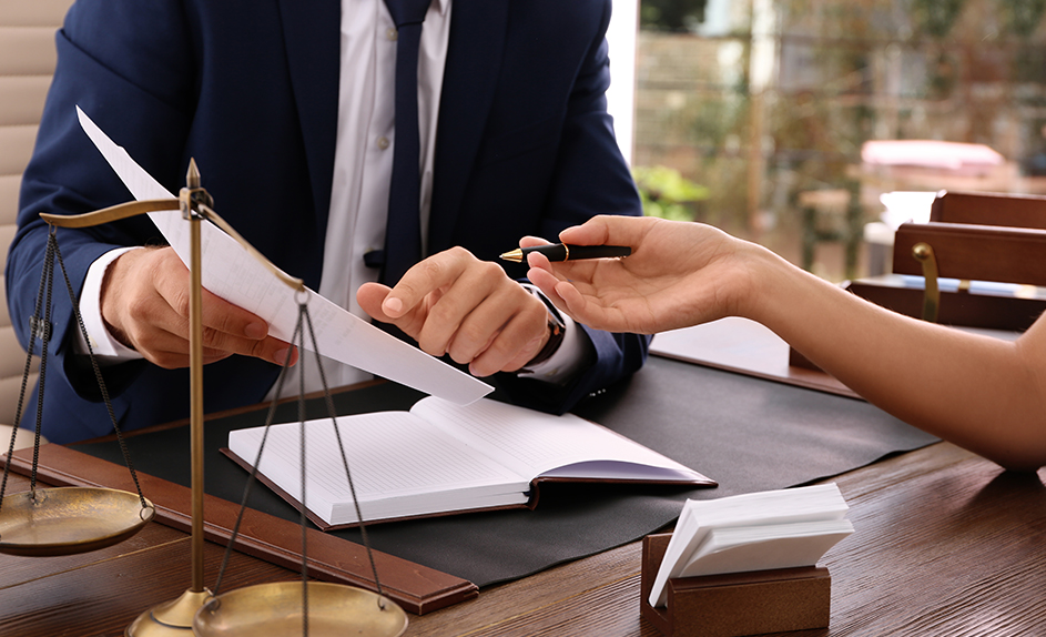 How Can a Conveyancing Lawyer in Dubai Help?
